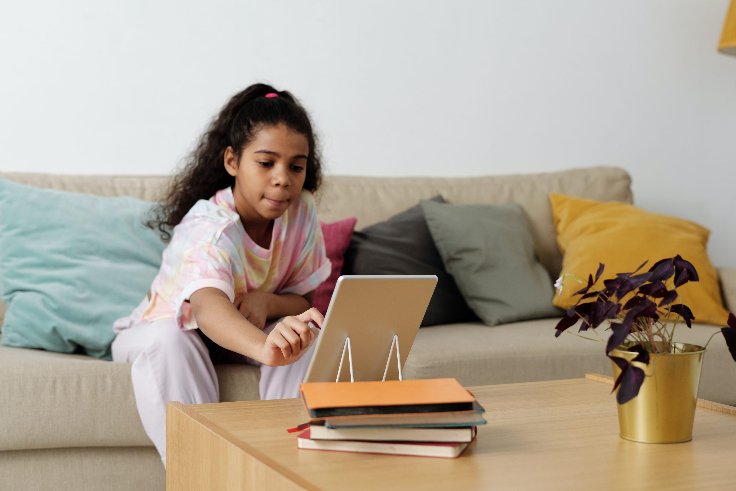Our top 5 tips for finding online leanrning programs for kids, so you can get more work done!